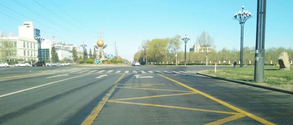 求教: 宁河区的这个大转盘路口右转, 能否占用公交车道?