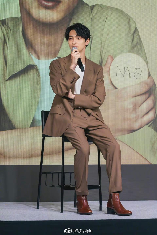 横滨流星出席 NARS 新作气垫发布会 不仅是女性,男性也可以为自己化妆,度过自信的每一天