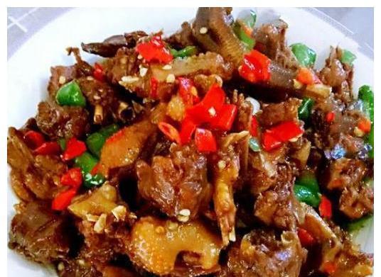 美食:香辣小龙虾,啤酒鸭,清炒莴笋丝,风味黑豆豉炒香干