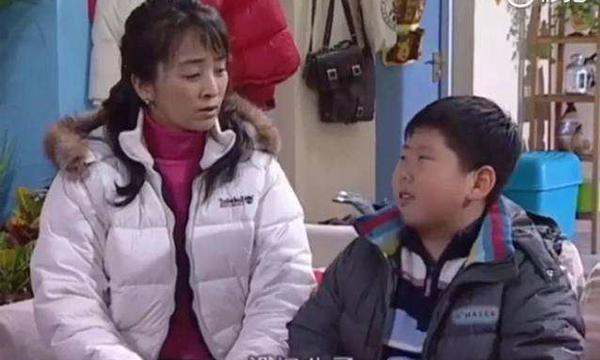 岳云鹏辅导女儿写作业上热搜:五分钟了,这题很难吗?太现实了