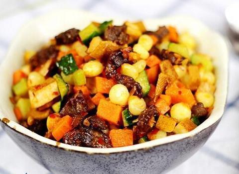 美食推荐:青椒煸乳鸽,蒜蓉孜然烤香菇,照烧腐皮卷,什锦牛肉丁
