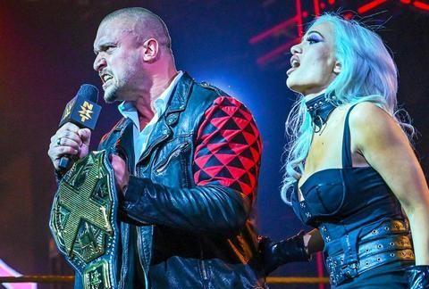 """NXT轻量级冠军无征兆易主,WWE""""女子三巨头""""巅峰聚首!"""