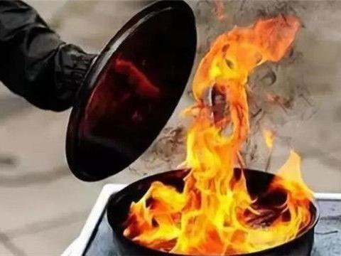 车间酒精瓶破裂引发大火,她用身体截住酒精,被严重烧伤壮烈牺牲