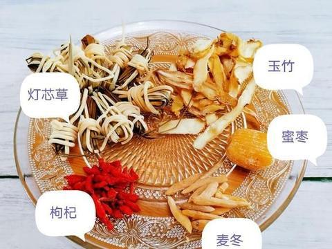 灯芯草麦冬玉竹炖排骨汤,汤头清甜不油腻,小小的灯芯草好处多~