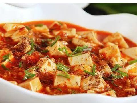 美食:青菜炒猪耳,麻婆豆腐,香辣包菜炒肉片,香椿炒腊肉