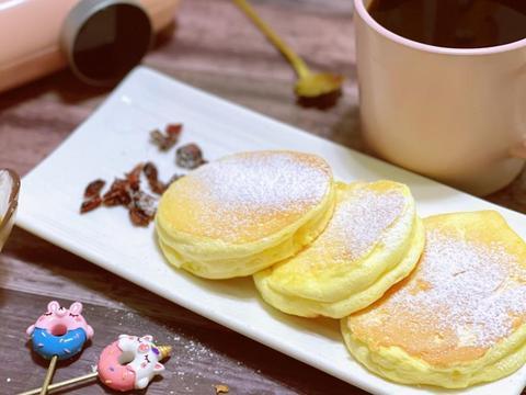 3分钟就能做出来日式云朵厚松饼,这个早餐真美味!