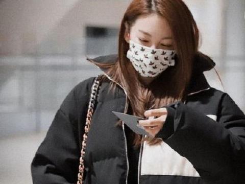 张雨绮与小8岁小鲜肉挽手逛街,网友:离婚两次,收割力不减