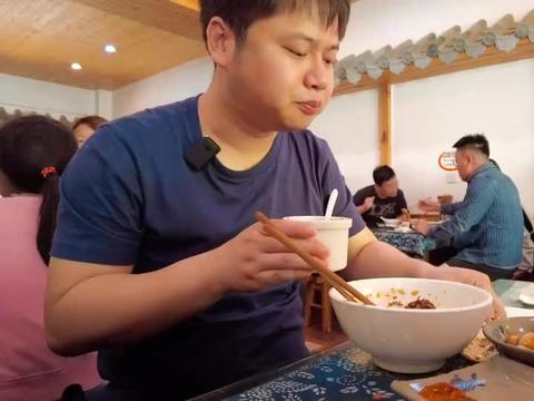【美食君的vlog68】云南玉溪小庙街上的小吃老店