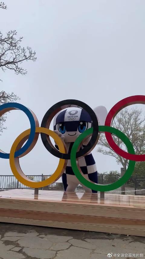 东京奥运会倒计时100天,高尾山设置了奥运五环……