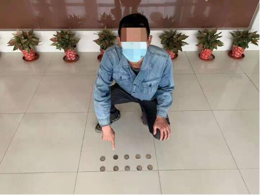 男子贩卖古钱币被查 现场缴获高仿古钱币79枚