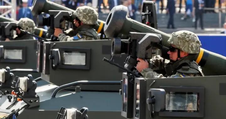 俄罗斯重军集结乌克兰边境,拜登秒怂,停止1.5亿美金乌克兰军援