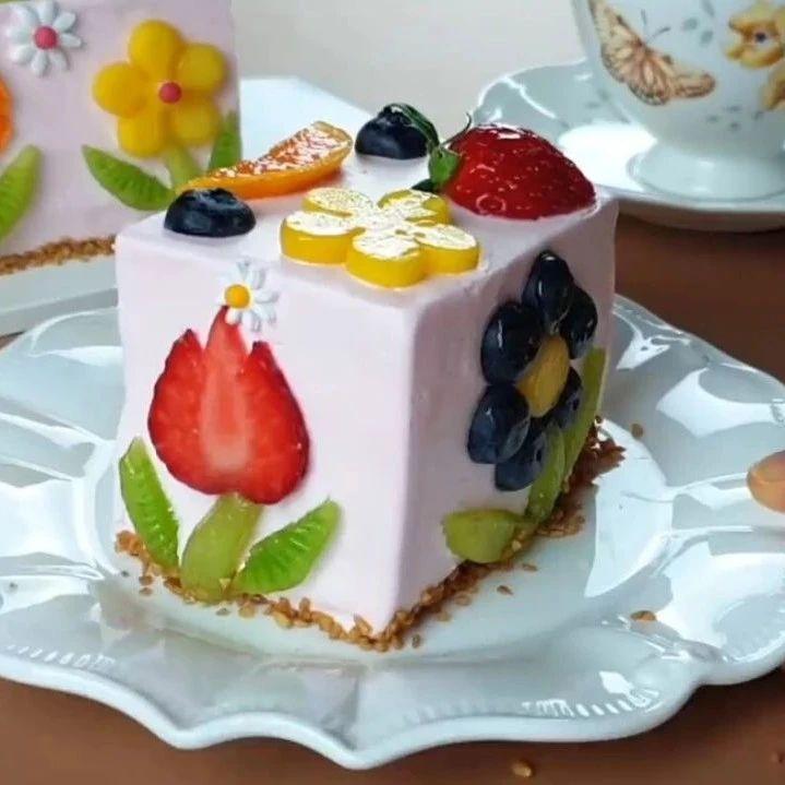 让人垂涎欲滴的水果奶油蛋糕,不仅可爱又好看,味道也一级棒