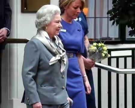 凯特晒照送别已故亲王!夏洛特酷似太奶奶,女王穿苏格兰裙太优雅