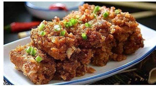 美食:火腿丁炒玉米,粉蒸排骨,虾仁豆腐,鸡肉沙拉