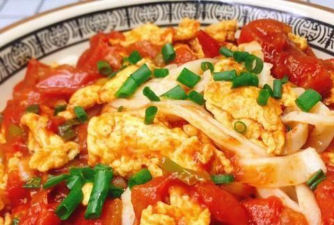番茄鸡蛋打卤面最简单的家常做法,汤汁浓郁、色泽鲜艳,太香了