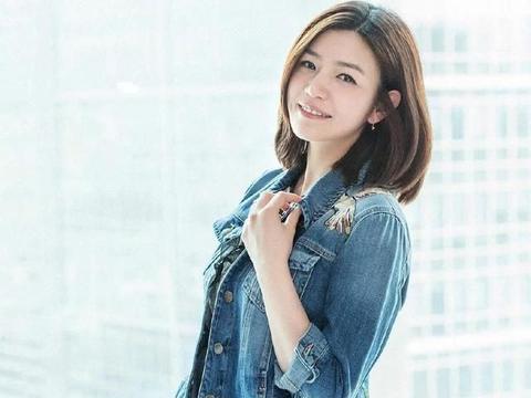 陈妍希穿牛仔服搭蛋糕裙,优雅美与少女感并存