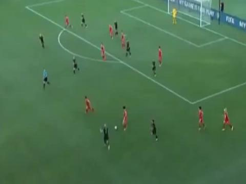 王霜这一脚蝎子摆尾的招式,乌克兰球员被吓到了!