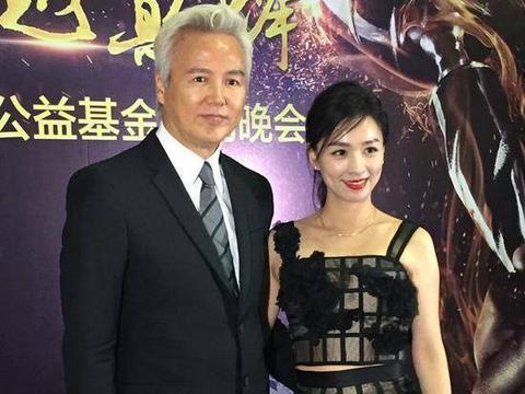 """林瑞阳从演员变身""""地产大亨"""",与张庭形影不离,网友:模范夫妻"""