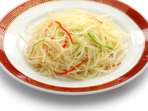 炒土豆丝时,总是粘锅,第一步就错了,教你一招,好吃又爽脆