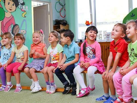 """幼儿园拟定开展""""绘本故事讲起来""""创意主题活动"""