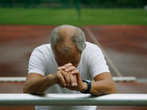 有高血压的人,经常头晕还耳鸣,医生:测测左右胳膊的血压是多少