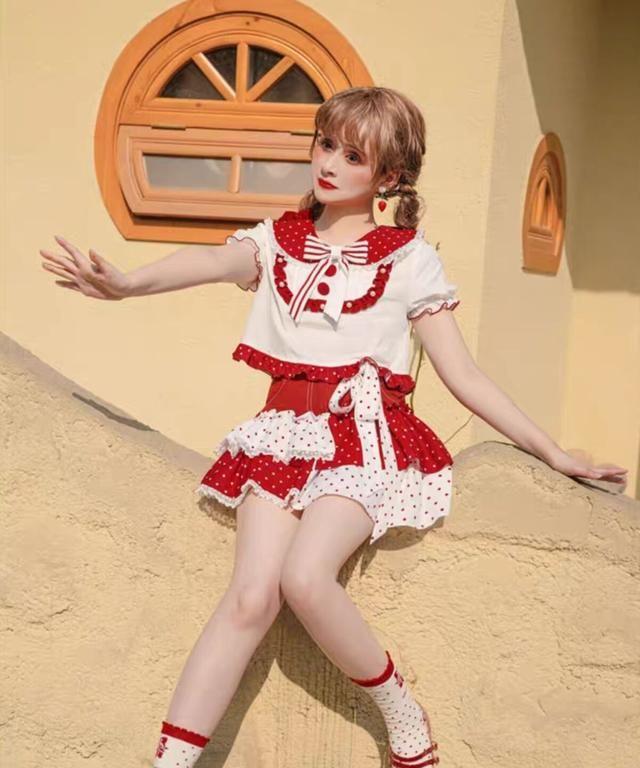 """洛丽塔风格的""""波点裙"""",远看像""""泳衣"""",近看才知道有多美"""