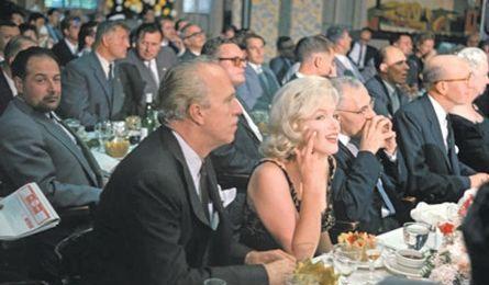赫鲁晓夫晚年彩照:图四高举玉米,图六和梦露进餐