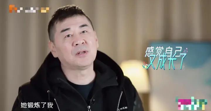 卑微四郎在线哄妻,陈建斌蒋勤勤去旅行,中年人的爱情也这么甜?