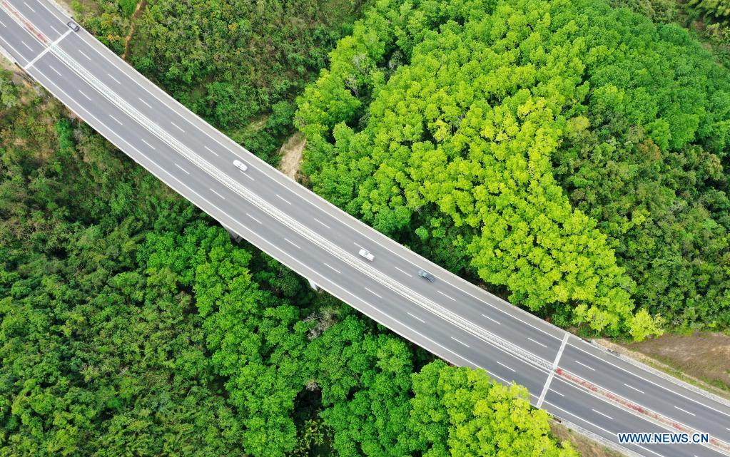 Aerial photo taken on March 26, 2021 shows a view of a section of Wuzhishan-Haitangwan Expressway in south China's Hainan Province. Hainan has made significant progress in the construction of expressway since the 13th Five-Year Plan, which started in 2016. By far, the total mileage of expressways in the province has reached 1,255 kilometers. The transport upgrade will help boost the building of Hainan into an international tourism and consumption center. (Xinhua/Guo Cheng)
