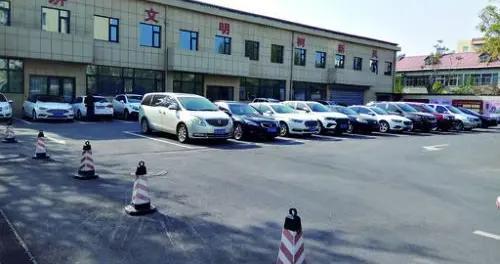 鹤壁市财政局下班时段免费对外开放停车位20个