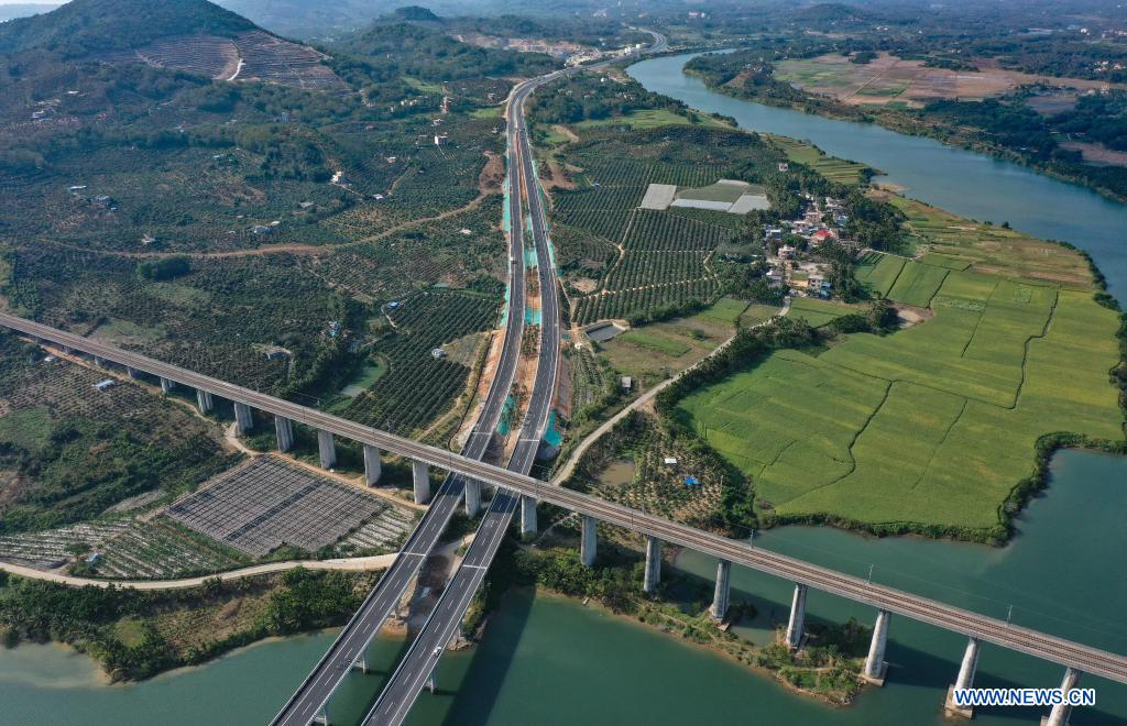 Aerial photo taken on Dec. 30, 2020 shows a view of a section of Wuzhishan-Haitangwan Expressway in south China's Hainan Province. Hainan has made significant progress in the construction of expressway since the 13th Five-Year Plan, which started in 2016. By far, the total mileage of expressways in the province has reached 1,255 kilometers. The transport upgrade will help boost the building of Hainan into an international tourism and consumption center. (Xinhua/Guo Cheng)