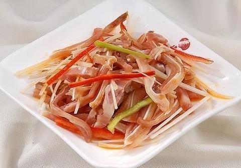 猪耳朵、猪蹄、猪皮是高热量食物吗,怎么做更好吃?