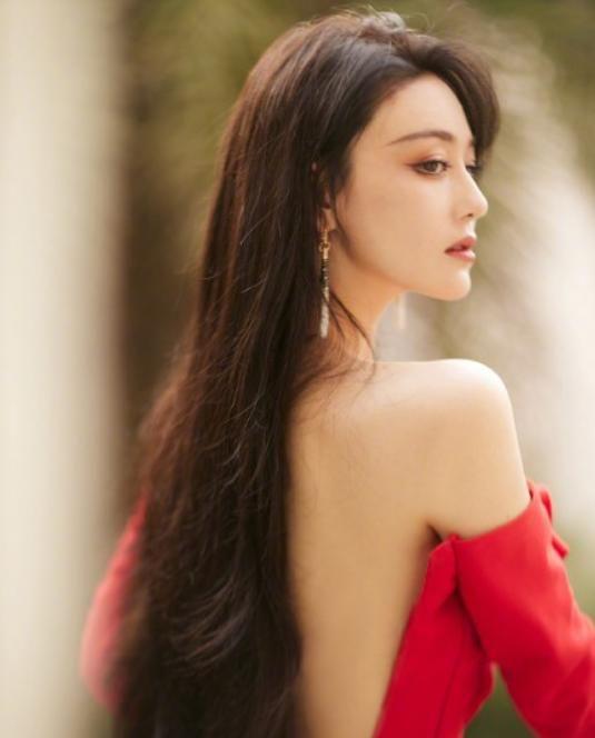 浪姐2成团夜造型发布,金晨妩媚张馨予优雅,沈梦辰对称痣绝美