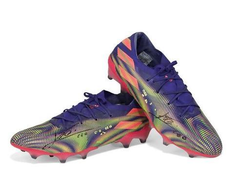 梅西的创纪录球鞋,将以10万美元的价格进行拍卖