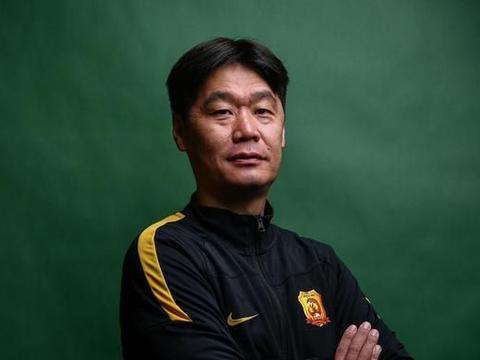 中国足协已作出决定:武汉卓尔比赛不开放,李霄鹏首秀不完美