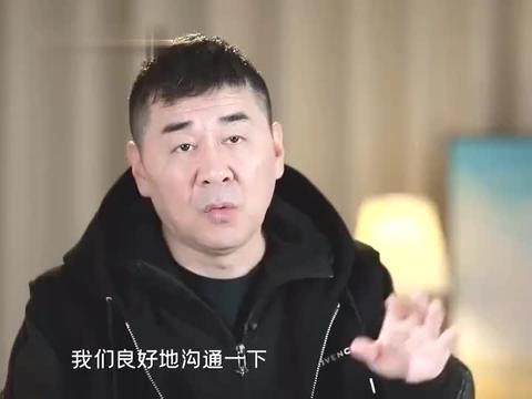 蒋勤勤情绪低落,陈建斌赶紧用帽子遮住摄像头,刘涛让吃饭都不去