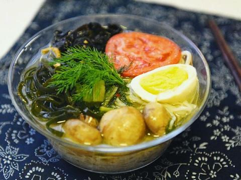 茴香打卤面,食材丰富,汤浓味美,满满的都是家的味道