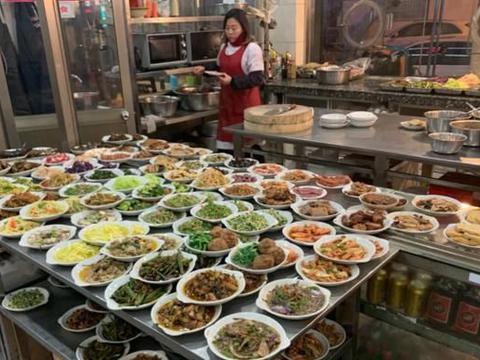 江苏丹阳这家40年老字号熟食店,24小时营业,有人一天三顿都来吃