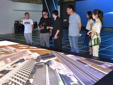 以科技之光照亮教育新征程——云南开放大学一行到基地参观考察