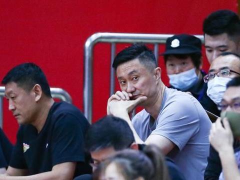 范子铭20+12,北京首钢晋级八强,深圳男篮内线被打爆,布克44分