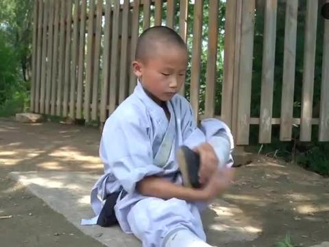 9岁小和尚苦练少林铁头功,梦想成为武术明星