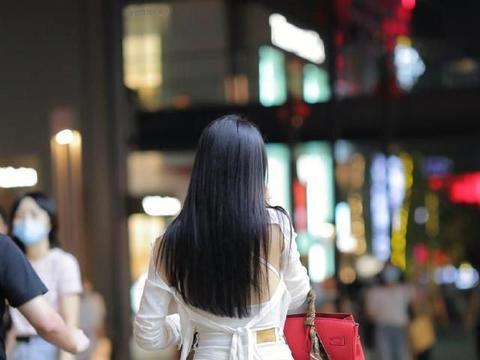 纯白色的时尚穿搭,精致时尚,个性十足