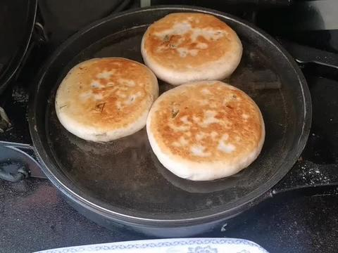 春天,少吃波菜荠菜多吃它,一元一斤,烙馅饼吃太香了