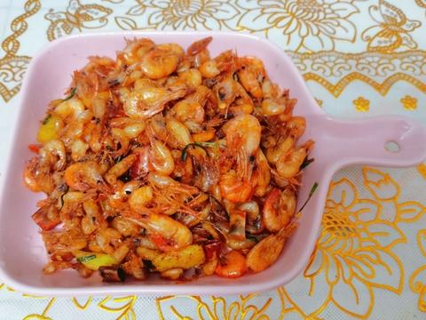 新鲜的小河虾,油炸一下真的好好吃