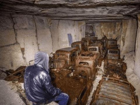 男子爬山中途下大雨,找山洞避雨,进去后连忙报警