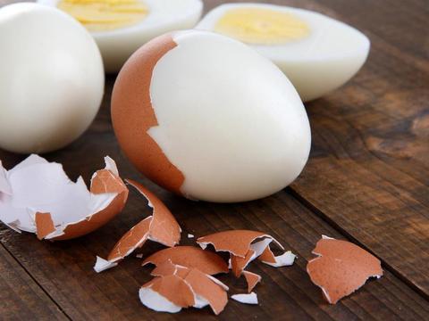 虾皮鸡蛋羹,营养补钙又鲜嫩美味,入口爽滑,很适合老人和小孩哦
