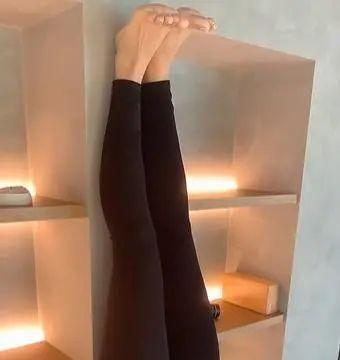 网友看到唐艺昕健身照片后,纷纷表示:这也太难了吧!