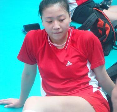 魏秋月的爱情,与好几位队友竞争袁灵犀,最大情敌是日本排球女神