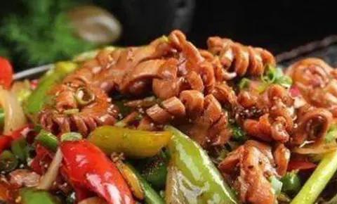 美食推荐:香炒豆皮,菊花脆肠,青椒炒鱼仔,香辣回锅鱼