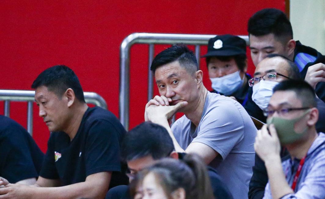 杜锋观赛脸色阴沉!北京队暴露了4大优势 广东队想要夺11冠难了?